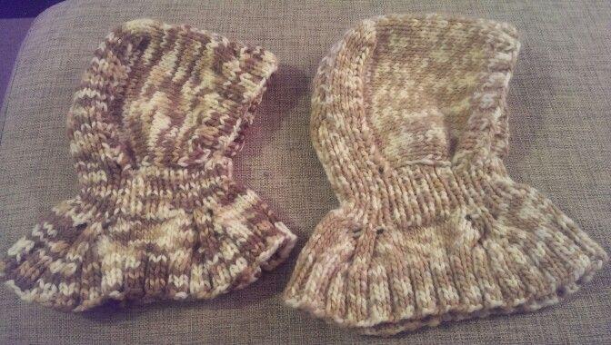 """Huer til mine to nevøer :) opskriften er fra bogen """"Seje huer til små monstre"""" af Nuriya Khegay. #hoodies #strik #hue #knitting"""