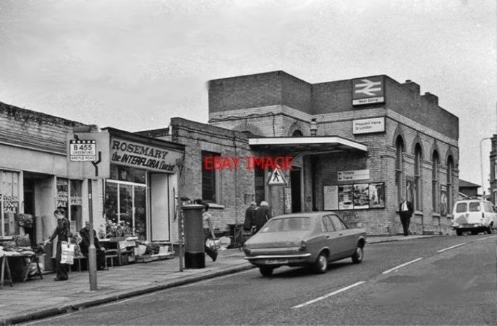 PHOTO WEST EALING RAILWAY STATION LONDON 1978 GWR PADDINGTON - READING ETC MAIN JUNCTION OF LOOP TO GREENFORD EXTERIOR: PADDINGTON RIGHT READING GREENFORD ETC LEFT. PHOTO PAPER THICKNESS NORMAL PHOTOGRAPH THICKNESS.   eBay!