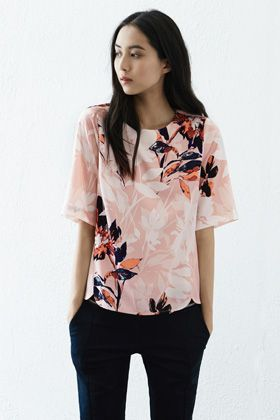 This smart top features a round neck, short sleeves, all-over floral print and exposed zip fastening at the back. Length of top, from shoulder seam to hem, 59.5cm approx. Height of model shown: 5ft 10 inches/178cm. Model wears: UK size 10.