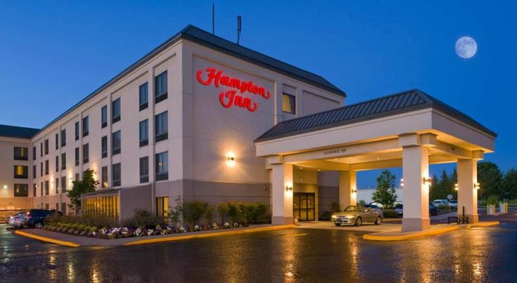 Hampton Inn Portland Airport Portland Featuring a free airport shuttle service, this hotel offers guest rooms with free Wi-Fi. Portland International Airport is 2 km away.  Cable TV with pay-per-view options are provided in each room at the Hampton Inn Portland Airport.
