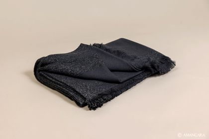 The perfect cashmere blanket with a touch of metallic highlights.