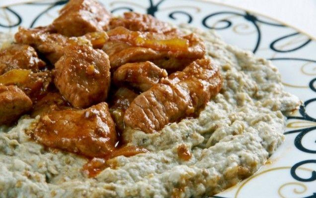 Συνταγή για Χουνκιάρ μπεγιεντί με μελιτζάνα. Μερακλίδικο φαγητό το χιουνκάρ, με πλήθος αρωμάτων και μεγάλη αρωματική ένταση.