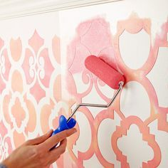 So setzt ihr tolle Farbakzente an eure Wände. #streichen #Muster #DIY