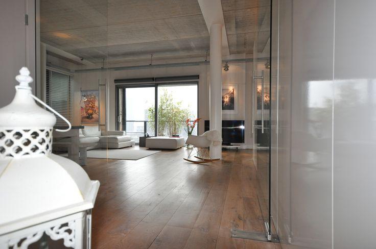 Frank Weil - interieur verbouwd pakhuis - industrieel - eiken planken vloer