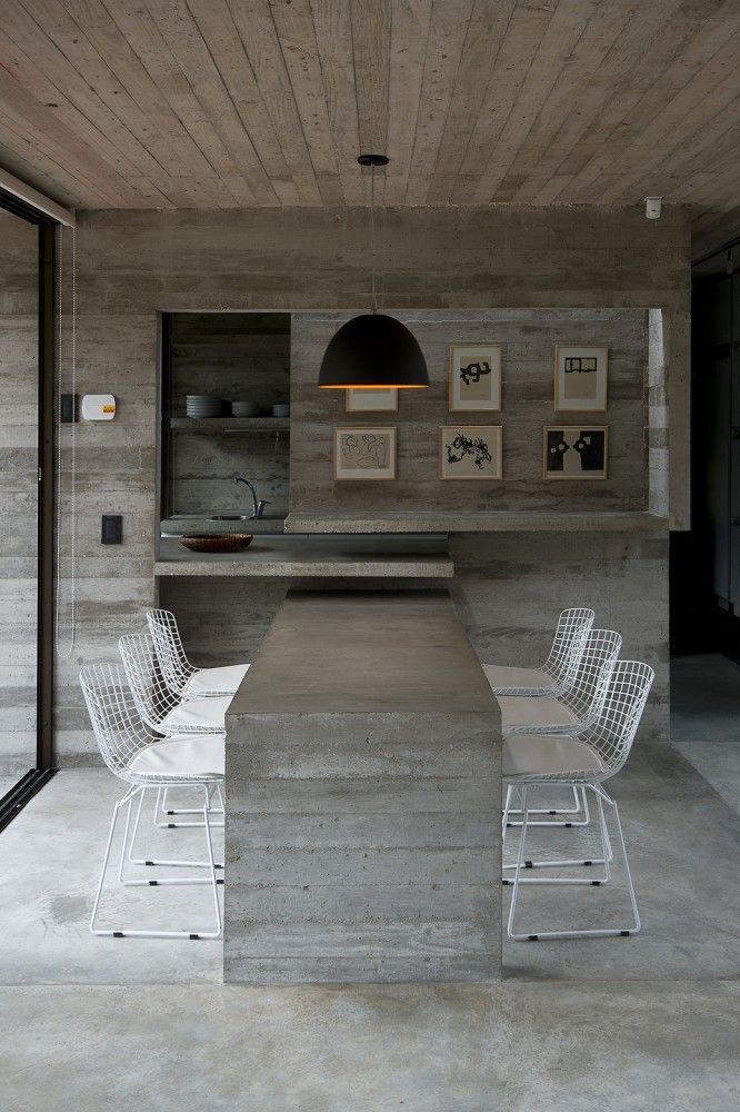 Casa SV / Luciano Kruk Arquitectos #concrete #kitchen #diningtable