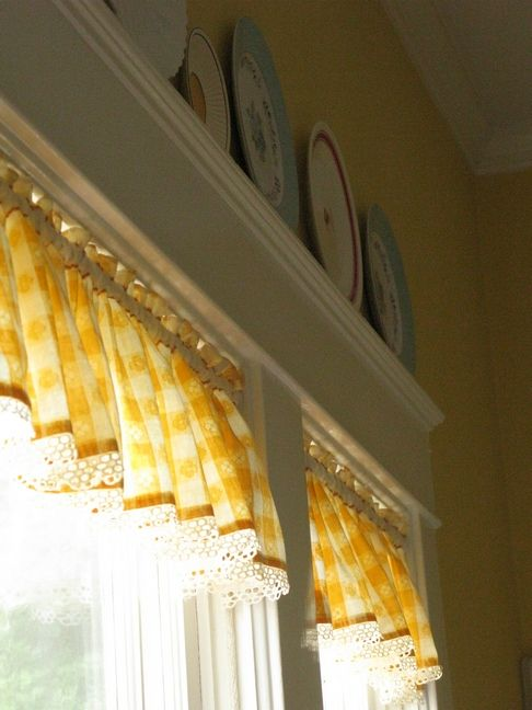 Love the plates above the window and the sweet yellow checked valance (from Dear Daisy Cottage)