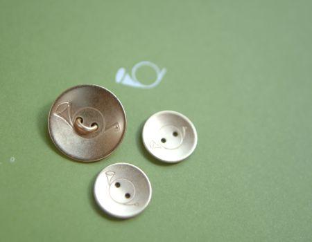 月光荘 ホルンマークの金ボタン