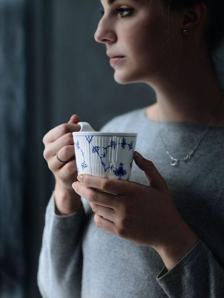 Nyd kaffen med et smukt Royal Copenhagen krus #inspirationdk #inspirationonline #musselmalet #RoyalCopenhagen #Kaffe #Krus #DanskDesign