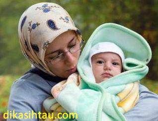 Selain sibuk mempersiapkan perlengkapan untuk melahirkan pastilah sebuah pasangan juga akan disibukan dengan calon nama bayi yang akan lahir tersebut. Namun memilih nama bayi bukanlah hal yang sangat mudah, seperti yang diketahui bahwa nama adalah do'a untuk itu berhati hatilah ketika memilih nama bayi mau itu laki-laki ataupun perempuan. Nah jika anda seorang muslim ada