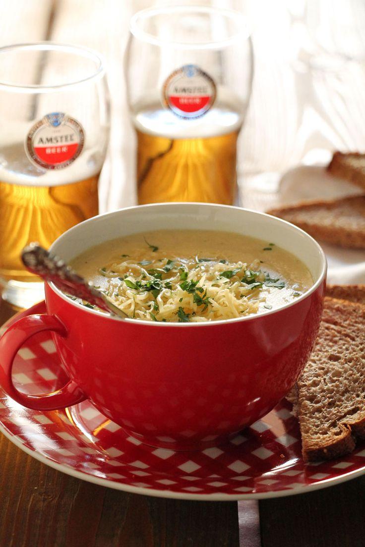 Μια σούπα με καρότο και την αγαπημένη μου μπίρα λοιπόν. Και με τσένταρ… γιατί ο συνδυασμός του συγκεκριμένου τυριού με μπίρα έχει «φορεθεί» αρκετά σε ξενόγλωσσα μαγειρικά blogs και ταιριάζει άψογα με τις γευστικές προτιμήσεις μου.