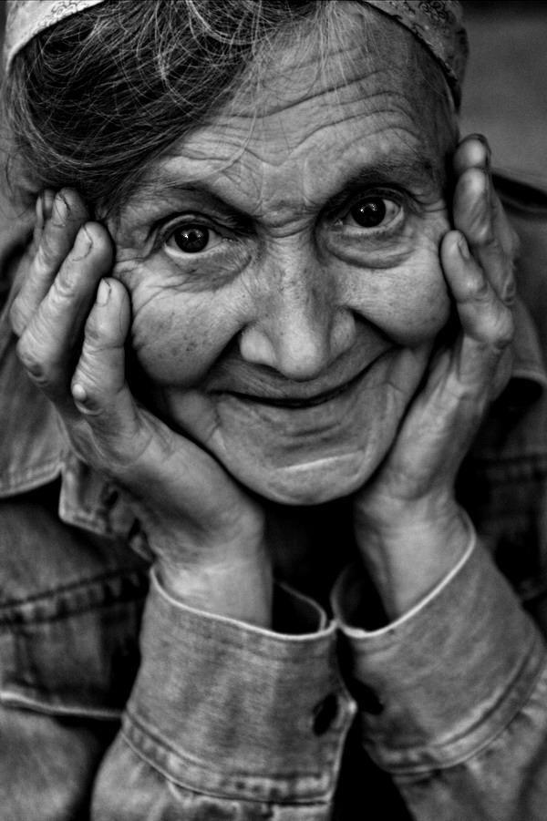 Welch eine wunderbare Ausstrahlung diese Frau doch hat! Das macht sie alterslos schön!