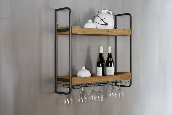 Jouw flessen en glazen perfect gepresenteerd met dit wandrek hout!  Your bottles and glasses perfectely organized with this wine rack wood! www.dutchhomelabel.nl
