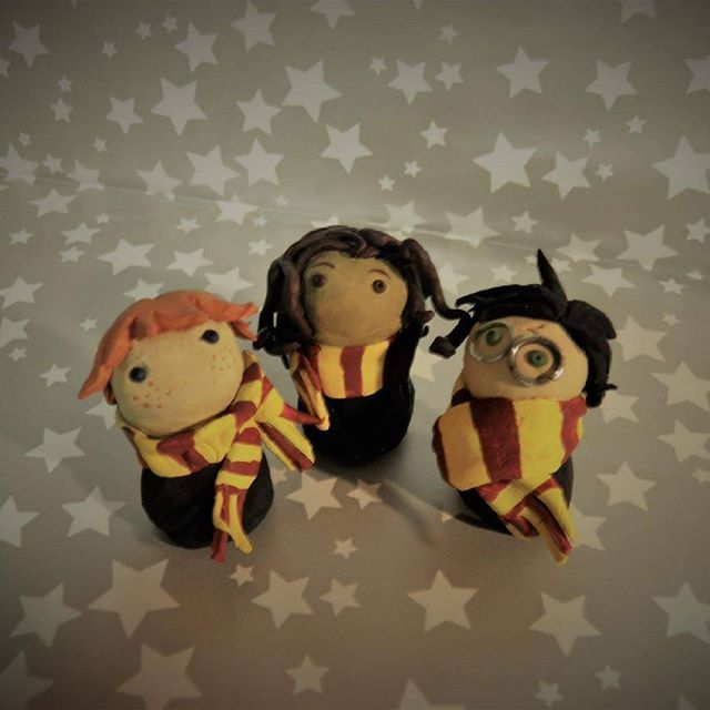 Hello! How do you like my DIY Golden Trio in FunkoPop manner? Polymer clay and acrylic paint #harrypotter #harrypottercollection #harrypotterdiy #diy #potterhead #magic #hogwarts #jkrowling #harrypotterart #harrypotterfandom #hermionegranger #ronweasley #gryffindor #funkopop #harrypotterfunkopop #goldentrio #polymerclay #sculpture #harrypottercraft #harrypottercrafts #harrypotterbooks