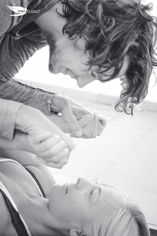 Inka Tiitto and René Terstegen: Inka as an incredibly strong base, at Empuriabrava, Castelló d'Empúries, Espagne.  #yogaFLIGHT #acroyoga #YogaForSkydivers
