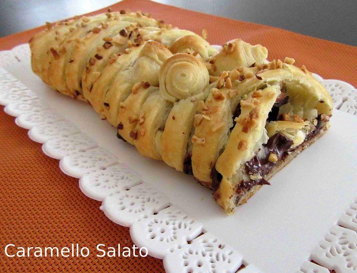 Ricetta Sfoglia intrecciata al cioccolato, una ricetta facilissima e adatta a tutti si prepara velocemente e ed è irresistibile!!!