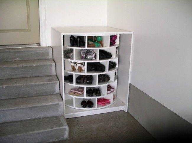 drehbares Schuhregal im Eingangsbereich