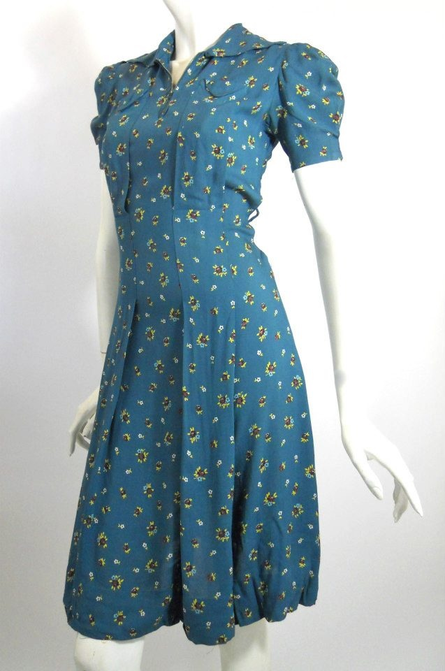 early 1940s blue floral rayon swing dress with puff sleeve, zip neckline, DCV