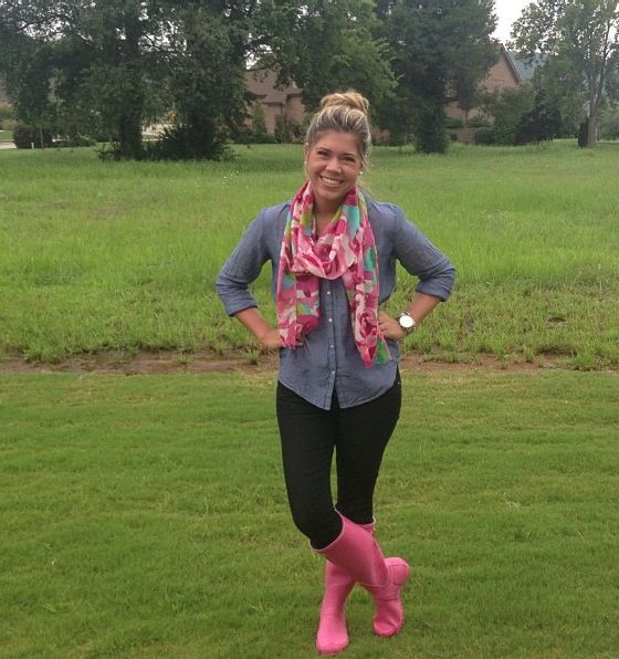 Rainy day outfit - wellies + black skinny jeans + chambray shirt + Murfee scarf