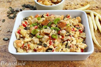 Di gotuje: Chrupiąca sałatka z kurczakiem i grzankami