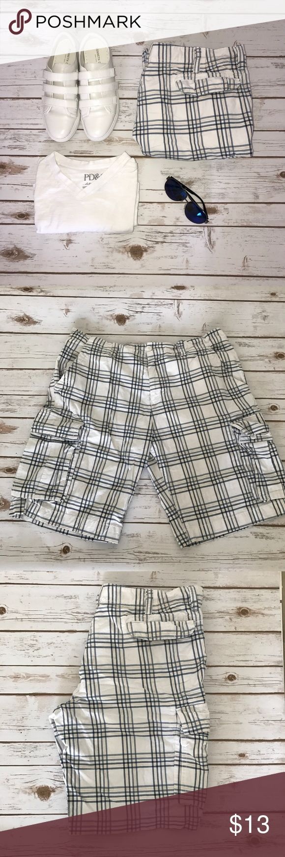 """Men cargo short Pre-owned White yellow lines and navy blue lines cargo shorts waist 38"""" & 22 """" long Old Navy Shorts Cargo"""