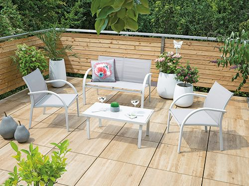 #Gartendeko Aus #Beton Passt Perfekt Zu Frischem #Grün Auf #Terrasse Und #