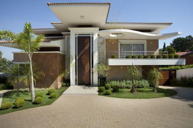 15 fachadas de casas com portas de entrada pain is altas for Fachadas de casas ultramodernas