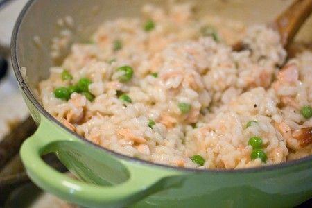 Ecco per voi la ricetta per preparare un ottimo risotto al salmone affumicato, un primo veloce e buonissimo perfetto per riciclare il salmone avanzato.