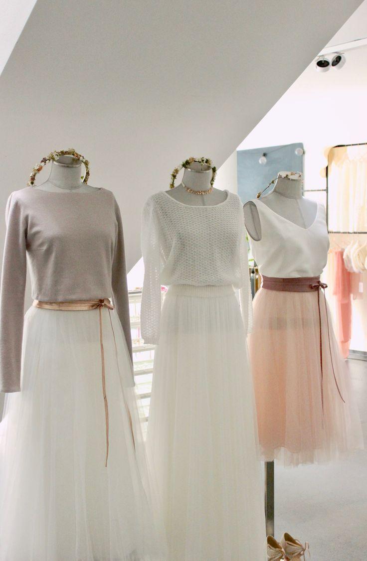 Brautkleid und Accessoires fuer die Hochzeit im Herbst. Braut