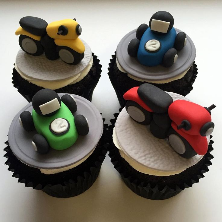 Motorcycles cupcakes