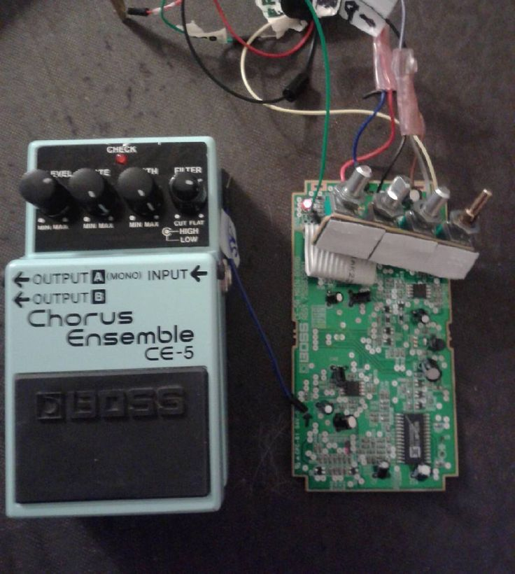 I finally solved the circuit problem for the gutted Boss CE-5 chorus pedal but bought another one an hour before on Craig's list. I still have no choice but to put a momentary switch to operate pre-ignition of the chorus to use the pedal. #guitarporn #stompbox #stomppedal  #guitareffects #diy #boss #chorus #modulation #queerguitarist #transkønnet by dragenhjerte
