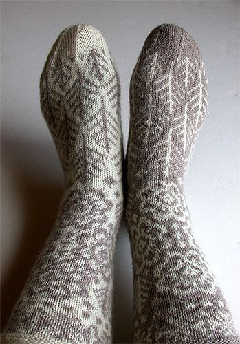 Snowy Woods - Robyn Gallimore by chidori-hoheto, via Flickr #knit