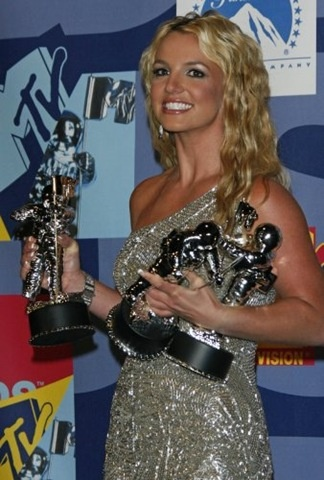 3 VMA'S 2009 BEST POP, FEMALE AND VIDEO OF THE YEAR FOR, PIECE OF ME