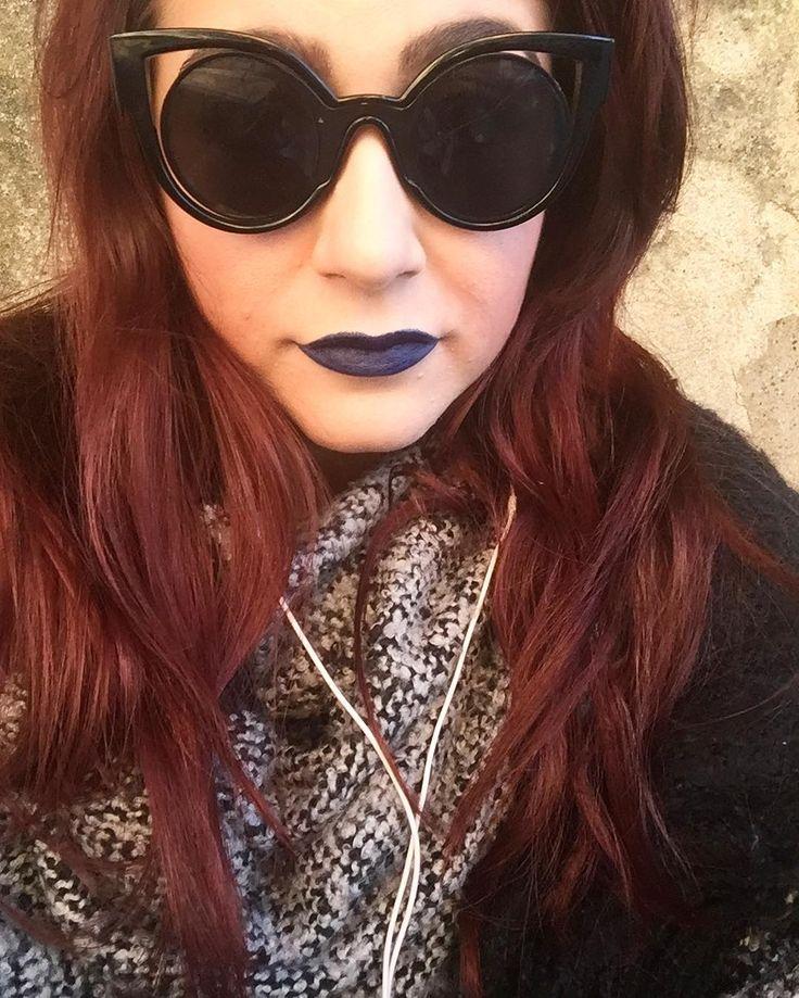 Quando ti rendi conto di avere un futuro serioso davanti cosa si fa? Rossetto blu e disagio. #consiglidimakeup #bluelipstick #mulaccosmetics #redhairdontcare #beautyblogger #ibbloggers #bbloggers #lipstick