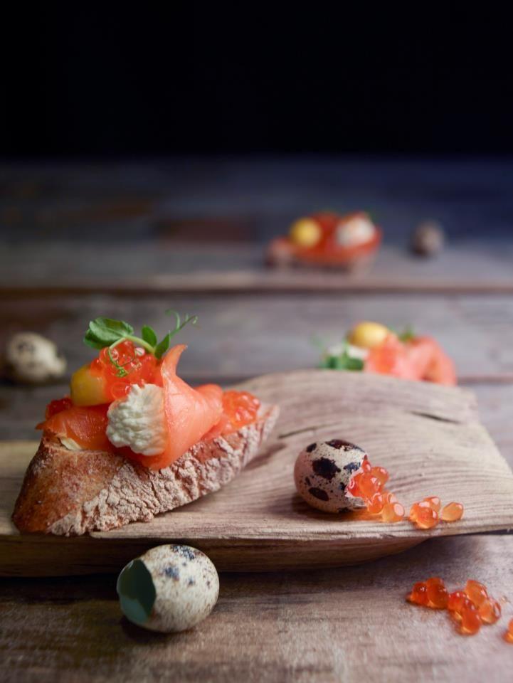 crostoni di #salmone affumicato con crema di #rafano, uova di salmone e uova di quaglia! :)