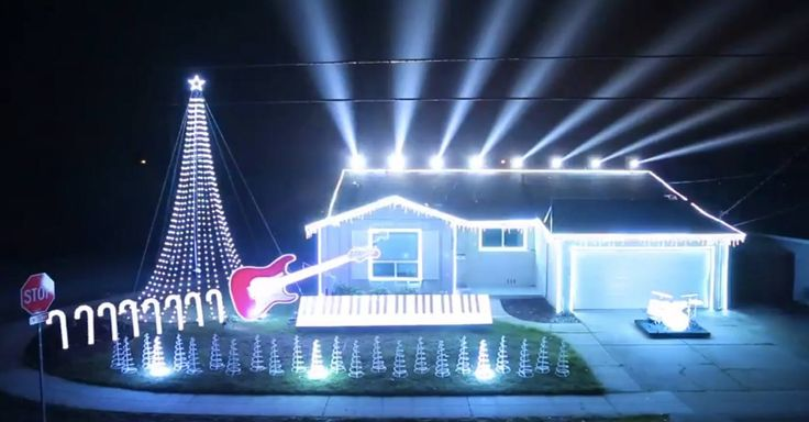 YouTube user Tom BetGeorge programmed his Christmas lights to 'Star Wars' themes for a good cause.