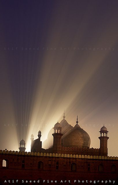 "Badshahi Masjid, Lahore, Pakistan .................... #GlobeTripper®   https://www.globe-tripper.com   ""Home-made Hospitality""   http://globe-tripper.tumblr.com/"