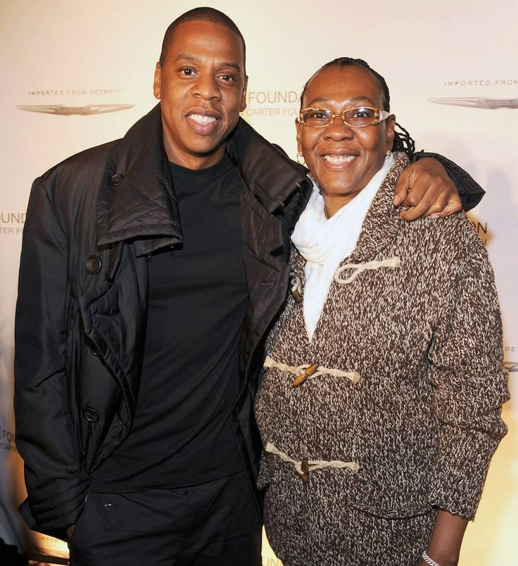 """#JayZ's mom congratulated him on his historical #SongwritersHallofFame induction with a handwritten letter: """"You're an amazing husband and father. I'm truly blessed and honored that God chose me to be your mother. Congratulations my son on your achievements. Continue to make a positive impact on the world so that we can all live together in peace. Love you for life"""" she wrote. #SHOF2017 /// : Kevin Mazur"""