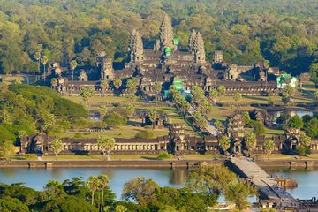 """Angkor, the ancient capital of the Khmer Empire, has been mapped for the 1st time using laser light. The new analysis """"shows there were thousands of settlements, mounds, ponds, roads & urban blocks which organized a quite dense city."""" The new map also sheds light on why the city was abandoned. The city's economy depended on the network of intricate hydraulic systems heavily dependent on monsoon rains.Environmental studies  revealed that monsoons became irregular during the 14th/15th…"""