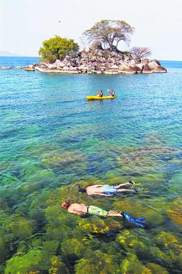 Lake Malawi, Africa   kristallklares Wasser und Sonnenlicht noch 30m unter der Wasseroberfläche