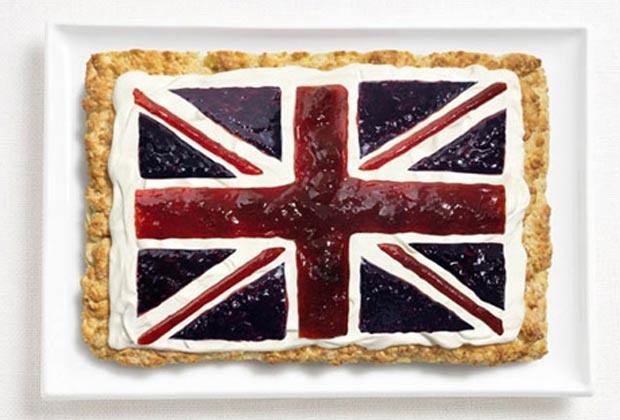 Bandeira do Reino Unido (Flag of United Kingdom) - feita de bolo, com creme e geléia