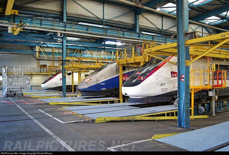 SNCF TGV 871, 290 & 872 at Villeneuve Saint Georges (91), France by Daniel Minaca