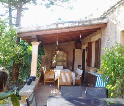 http://es.1000apartamentos.com/Islas-Baleares/-Palma-de-Mallorca/Apartamentos/Casa-con-piscina-barbacoa-y-Jardin/220192
