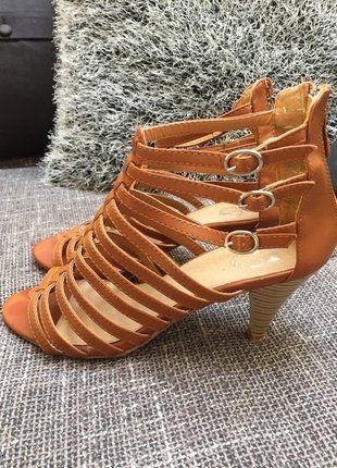 Kupuj mé předměty na #vinted http://www.vinted.cz/damske-boty/sandaly/15829466-krasne-pohodlne-paskove-sandalky-na-podpatku