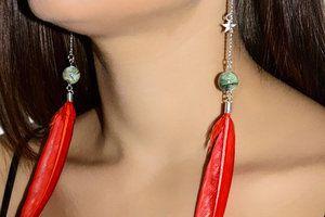 Boucles d'oreilles pendantes en plumes rouge