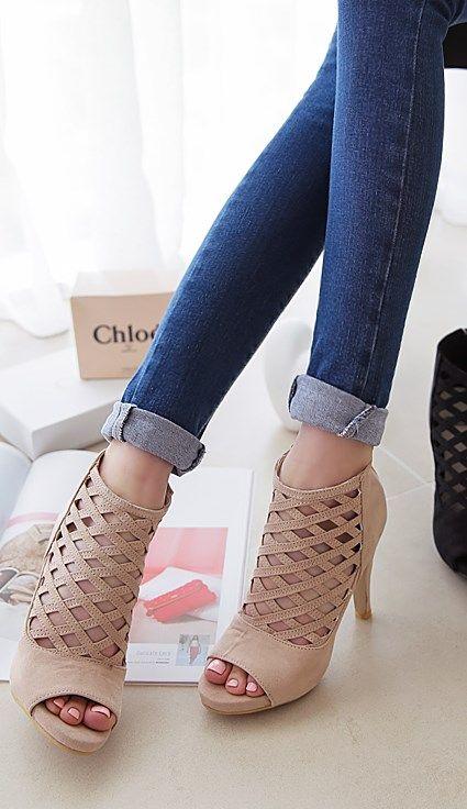 Luxe Asian Women Shoes Asian Size Clothing Luxury Asian Woman Fashion Style Shoes Korean Drama Kpop Star Fashion Style Clothing 韓国の服 韩国衣服 韓国スタイル 韩国风格,韓国ファッション, アジアンファッション