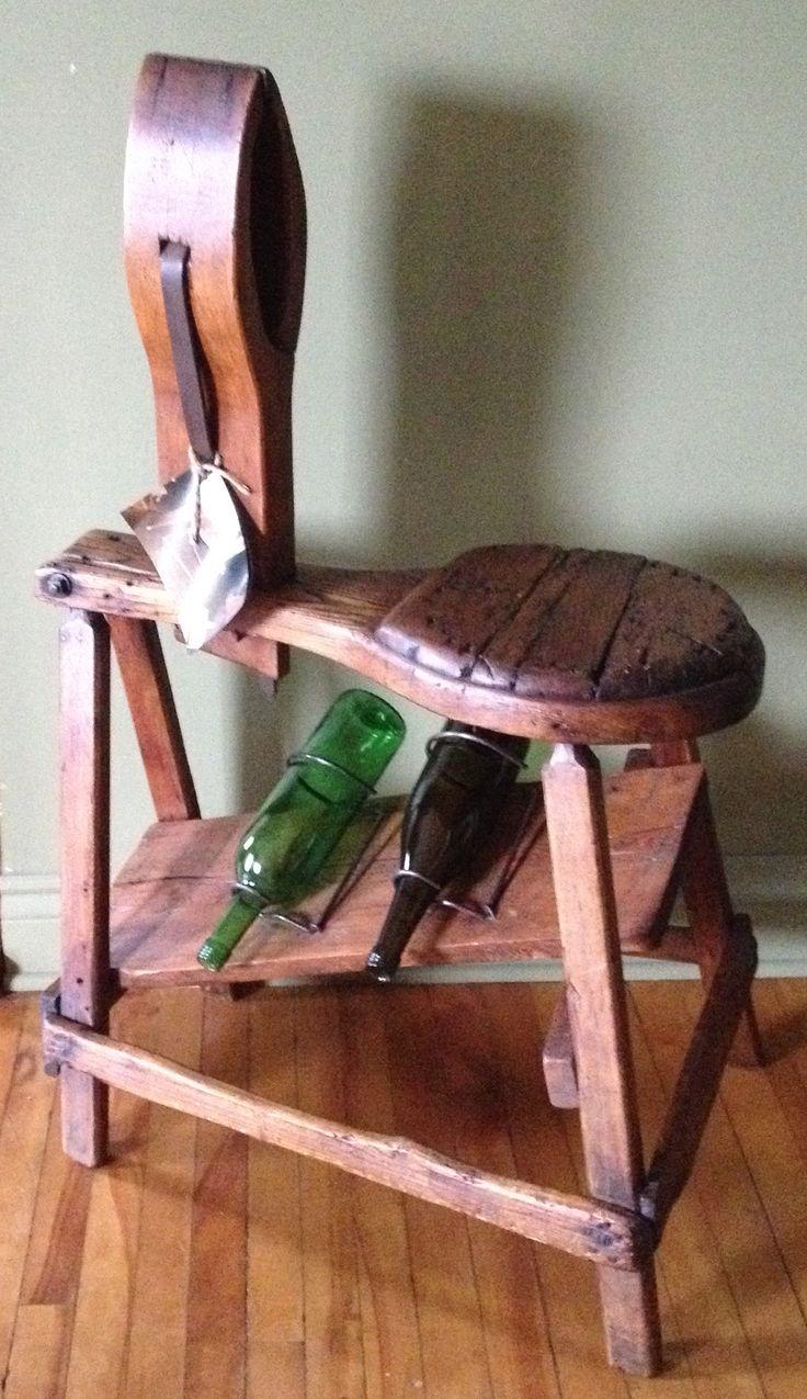 Chevalet servant autrefois à réparer les selles de chevaux, je l'ai restauré, modifié et ajouter support de bouteilles de vin. Voir aussi www.mgartrecup.wordpress.com et ma page facebook au :  facebook.com/michel.gauthier.artrecup