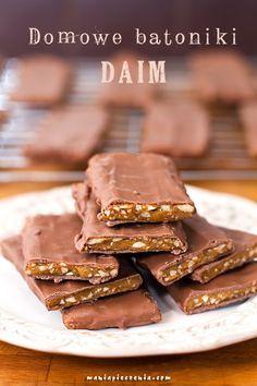 Mocno chrupiące, karmelowo - migdałowe, delikatnie słonawe wnętrze i mleczna czekolada... To szwedzki batonik Daim. Taki sam od po...