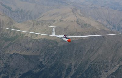 PLANOR - EuZbor.ro sustinut de FlightBooster.com Bun venit în lumea planorismului, sportul aerian despre care se spune ca este zborul liber suprem! Fie ca te-a adus aici un vis din copilarie sau un...» Află mai multe