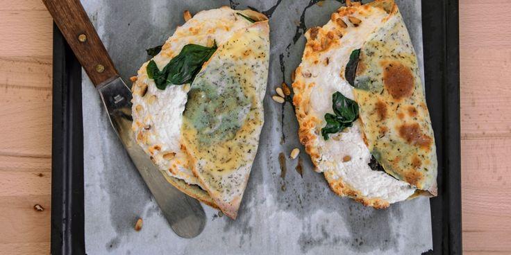 3x bijzondere recepten voor pannenkoeken, crêpes en pancakes   Crêpe soufflé met geitenkaas en spinazie   ELLE Eten