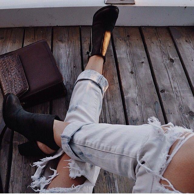 Outfit inspiráció Örök kedvenc a szaggatott farmer, csinos bokacsizmával pedig még ősszel is belefér! -> http://www.fashionfave.com/outfit-inspiracio-16#utm_source=pinterest&utm_medium=pinterest&utm_campaign=pinterest